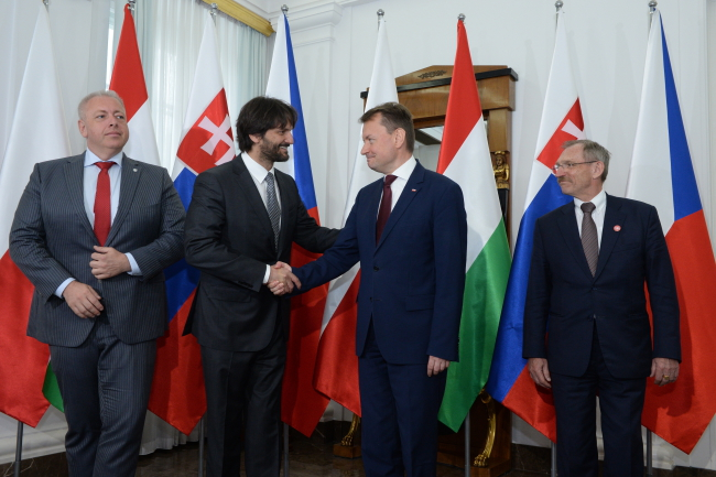 Polish Interior Minister Mariusz Błaszczak (2R), Hungary's Sandor Pinter (R), Slovakia's Robert Kalinak (2L) and the Czech Republic's Milan Chovanec (L). Photo: PAP/Jacek Turczyk