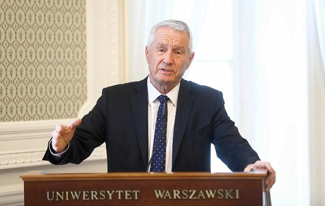 Генеральный секретарь Европейского совета Турбьёрн Ягланд выступает на конференции в Варшавском университете.