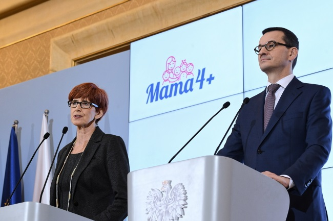 Polish Prime Minister Mateusz Morawiecki and Elżbieta Rafalska, the minister for family, labour and social policy, give a news conference in Warsaw on Tuesday. Photo: PAP/Radek Pietruszka