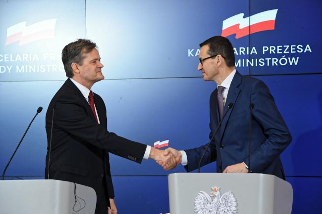 Markus Schäfer of Mercedes-Benz Cars and PM Mateusz Morawiecki. Photo: PAP/Radek Pietruszka