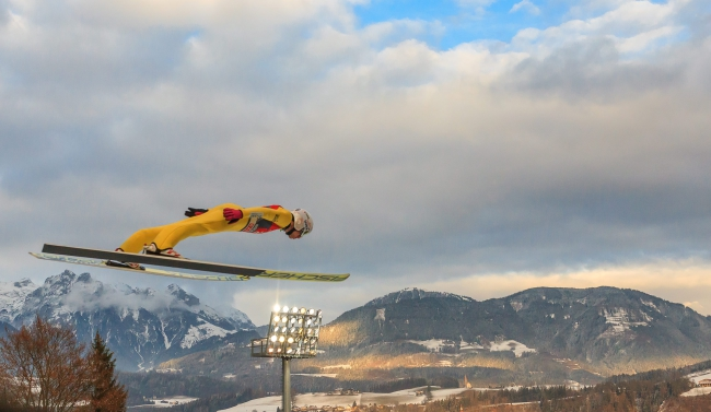 Kamil Stoch of Poland is airborne during his trial jump of the fourth stage of the Four Hills ski jumping tournament in Bischofshofen, Austria, 06 January 2016. EPA/EXPA/JFK