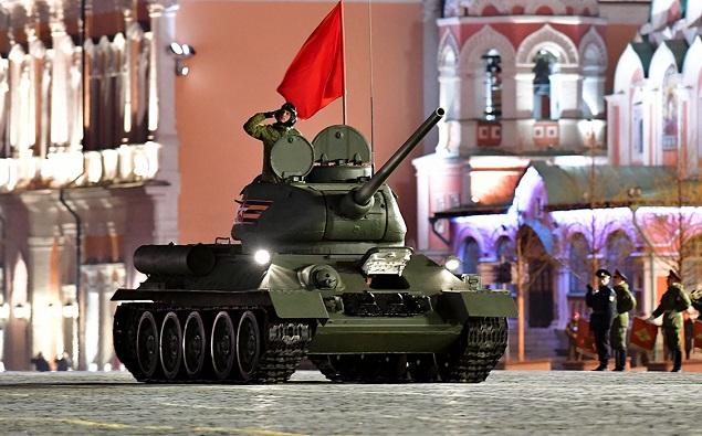 Первая ночная репетиция военного парада на Красной площади