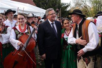 Komorowski keeps comfortable lead in presidential poll