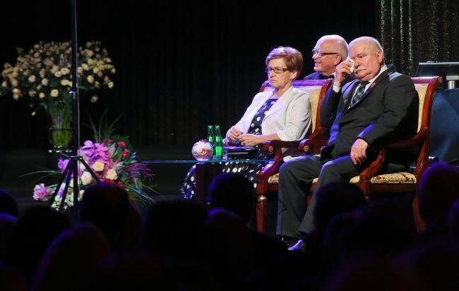 Lech Wałęsa and his wife Danuta Wałesa during the former president's birthday celebrations in Ożarów. Photo: PAP/Rafał Guz