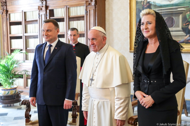 Andrzej Duda, Pope Francis, and Polish First Lady Agata Kornhauser-Duda. Photo: PAP/KPRP/Jakub Szymczuk