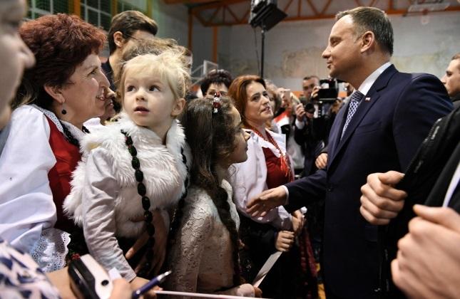Президент Польши Андрей Дуда во время встречи с жителями в Члухове