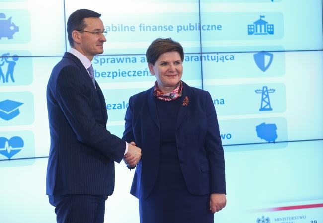 Премьер-министр Польши Беата Шидло (справа) и министр развития Матеуш Моравецкий (слева)