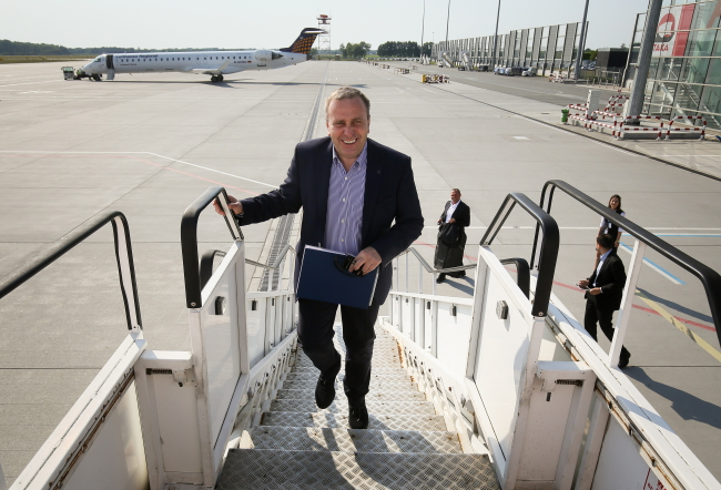Minister Grzegorz Schetyna flew to Ireland on Sunday. Photo: PAP/Paweł Supernak