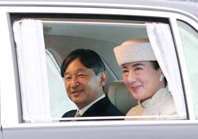 Новый император Японии Нарухито с супругой Масако