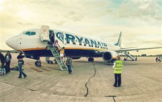 Ryanair moves domestic flights back to Warsaw
