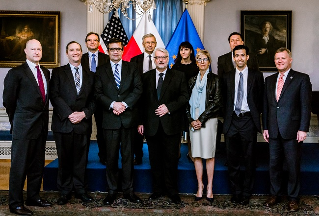 Polish Foreign Minister Witold Waszczykowski (C) with members of Washington think tanks. Photo: MSZ