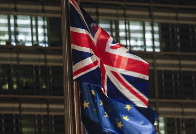 Флаги Великобритании и Европейского союза