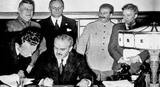 Подписание пакта Молотова-Риббентропа.