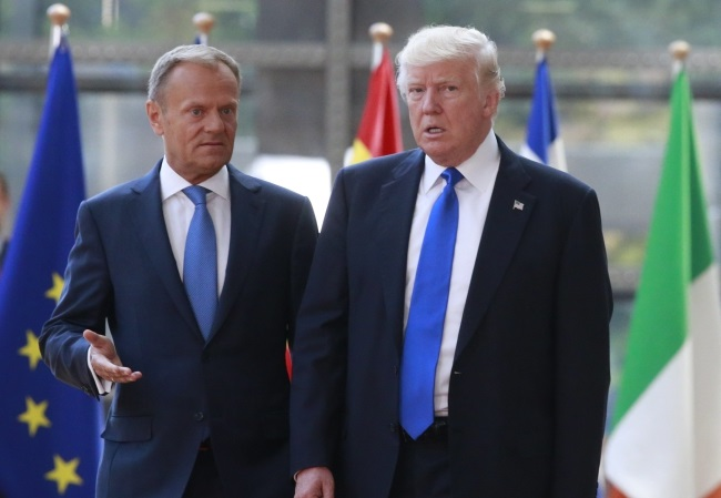 European Council President Donald Tusk and President of the United States of America Donald Trump. Photo: EPA/Olivier Hoslet.