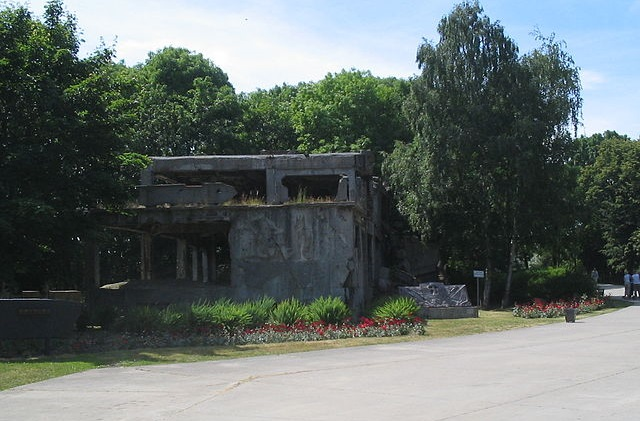 Ruins of Polish barracks at Westerplatte. Photo: M.Minderhoud/Wikimedia Commons (CC BY-SA 3.0)