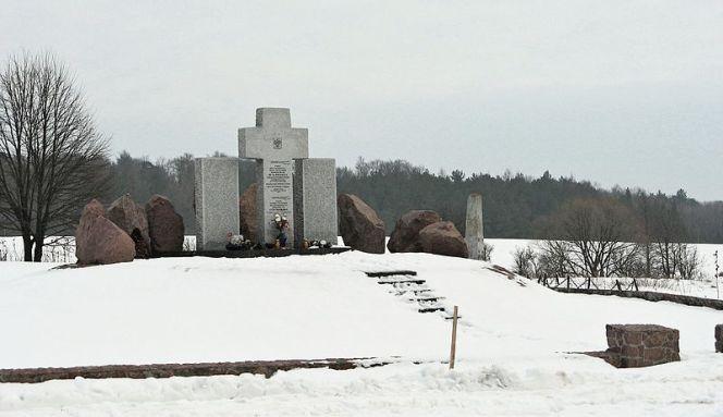 Пам'ятник жертвам погрому у Гуті-Пеняцькій з 1944 року