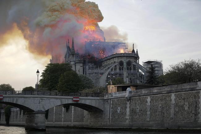 Польські політики про пожежу в соборі Паризької Богоматері