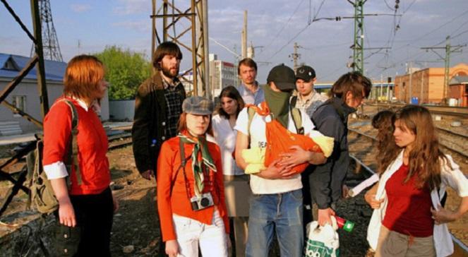 Активисты группы «Война» 6 мая 2008 года перед акцией «Унижение мента в его доме».