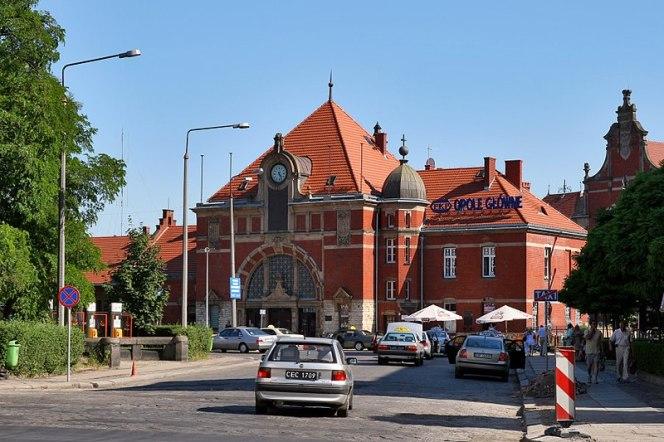 Залізничний вокзал у місті Ополє