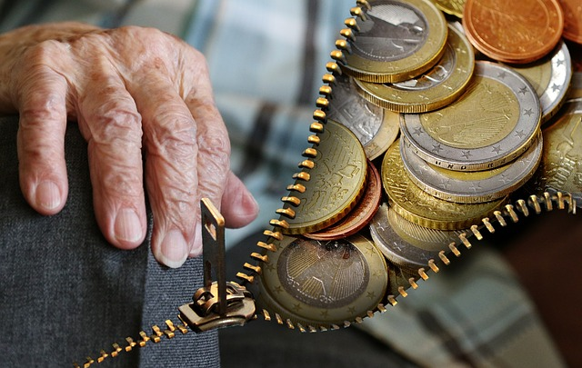 A senior's hand and euro coins. Photo: Pixabay/Alexas_Fotos/CC0 Creative Commons