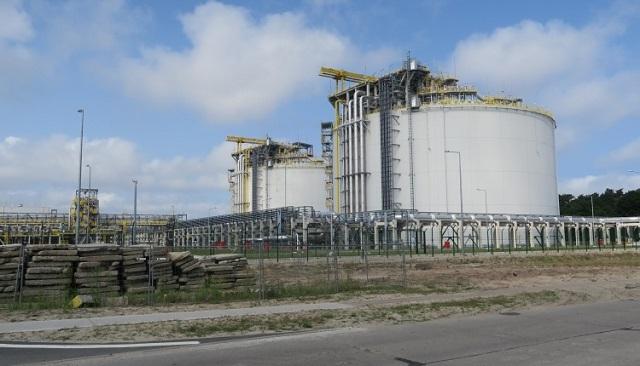 Zbiorniki gazu w terminalu w Świnoujściu