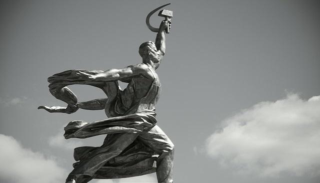 Монумент «Робітник і колгоспниця». Автор – Вєра Мухіна (1937)