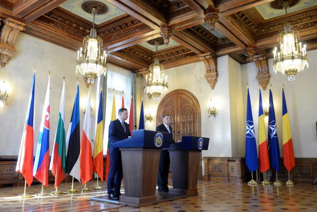 Президенты Польши и Румынии на мини-саммите НАТО в Бухаресте. Фото: PAP/Jacek Turczyk