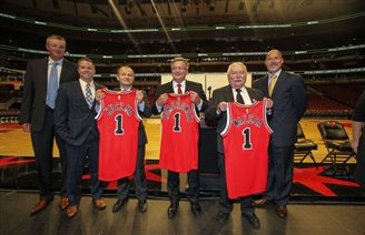 Former Polish presidents help promote Chicago Bulls sponsorship