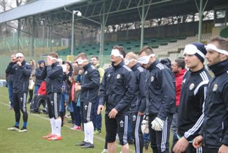 Top Polish football team Śląsk trains with blind players