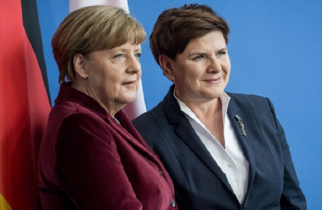 German Chancellor Angela Merkel and Polish PM Beata Szydło in Berlin. Photo: EPA/MICHAEL KAPPELER