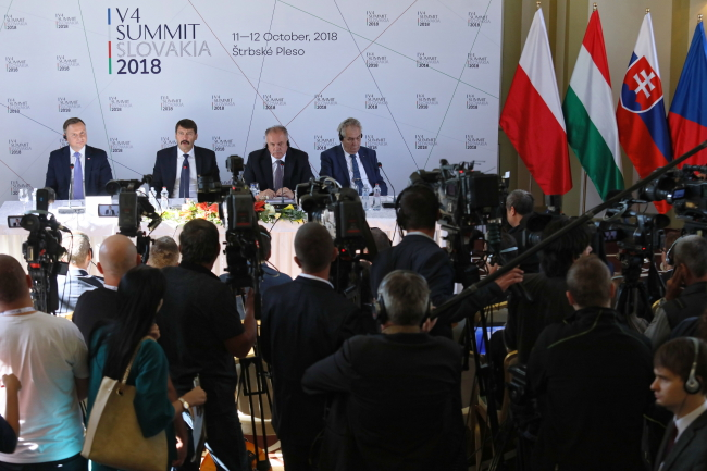 Штрбске-Плесо, 12 октября 2018 г. Слева направо: президенты Польши, Венгрии, Словакии и Чехии
