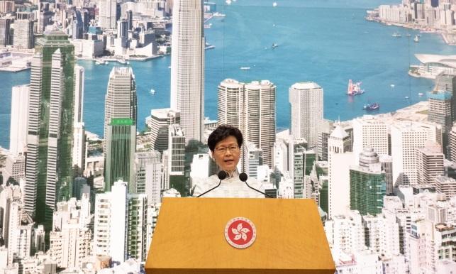 Глава администрации Гонконга Кэрри Лам дает пресс-конференцию в штаб-квартире центрального правительства в Гонконге