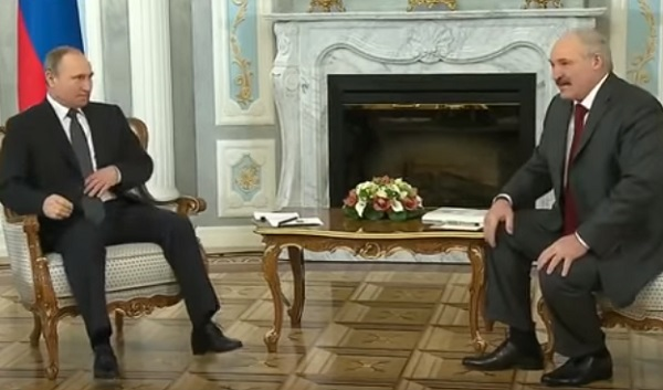 Президент России Владимир Путин (слева) и президент Беларуси Александр Лукашенко (справа)