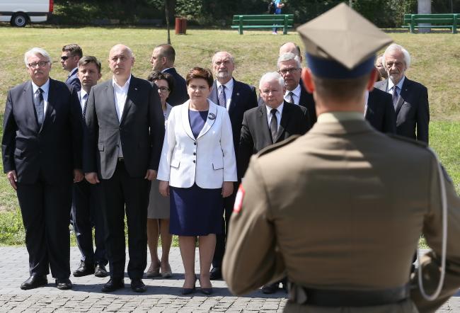 Польское правительство отдает дань памяти жертвам Волынской трагедии в Варшаве. Фото: PAP/Paweł Supernak