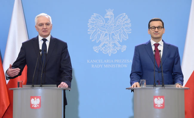 Prime Minister Mateusz Morawiecki (R) and Deputy Prime Minister and Science Minister Jarosław Gowin (L) at a joint press conference in Warsaw on Wednesday. Photo: PAP/Radek Pietruszka