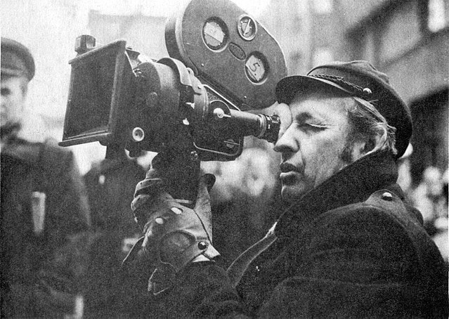 Director Andrzej Wajda on the set of the movie The Promised Land in 1974. Photo: Wikimedia Commons (Public Domain)