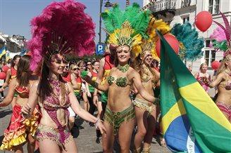 Парад культур у Варшаве: Бразыльская самба, кітайскі дракон і беларускія сьпевы
