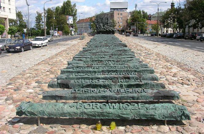 Пам'ятник загиблим та вбитим на Сході у Варшаві