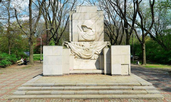 Пам'ятник Подяки солдатам Радянської Армії у Скаришевському парку в Варшаві
