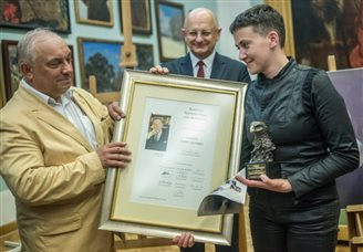 Ukrainian pilot Savchenko receives Jan Karski award