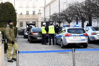 Driver hits barrier at Polish presidential palace: report