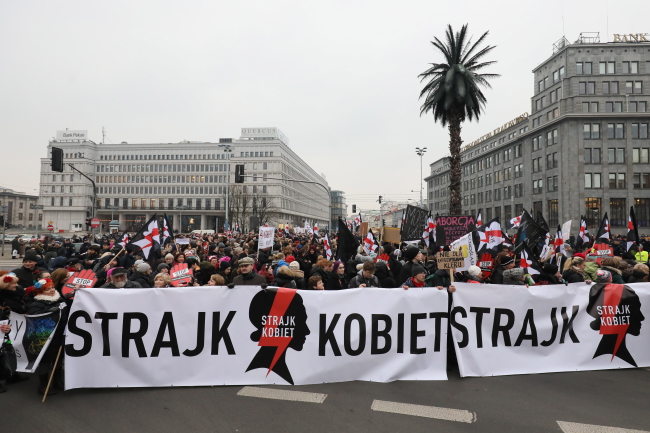 "Protesters carrying a banner reading: ""Women's Strike"" during a ""Black Friday"" demonstration in Warsaw, 23 March 2018. Photo: PAP/Radek Pietruszka"