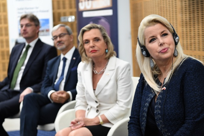 Rita Cosby (right), Anna Maria Anders (second from right), Jerzy Kwieciński (second from left), and Daniel Kawczynski, a British MP of Polish descent (left), attend the 60 Million Conference on Thursday. Photo: PAP/Darek Delmanowicz