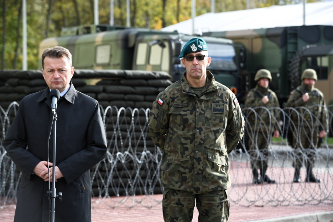 Mariusz Błaszczak (left). Photo: PAP/Jacek Turczyk