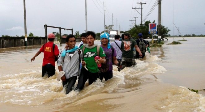 Тайфун отобрал у этих людей всё, кроме жизни...