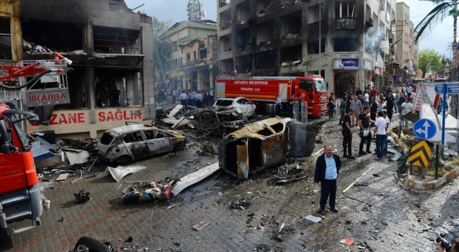 Skutki zamachu bombowego w tureckim mieście Raynhanli