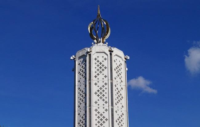 Часовня-памятник «Свеча памяти» в Мемориале жертвам Голодомора в Киеве