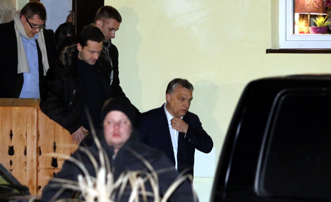 Prime Minister of Hungary Viktor Orban (C) in Niedzica, southern Poland, on Wednesday evening. Photo: PAP/Janek Gurka