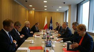 Szef MSZ w NATO przekonuje do amerykańskiej bazy