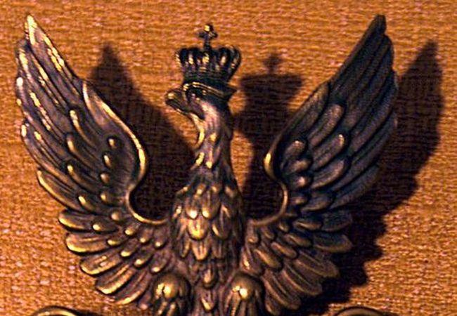 """Фрагмент латунного """"Орла"""" Армии Крайовой (чеканка 1942-45 гг.). Из собрания Музея Национального гимна в Бендомине."""
